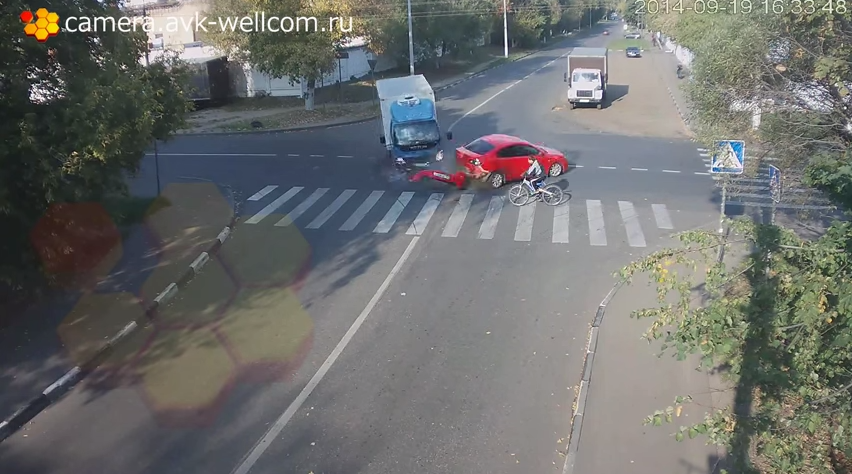 Russian Cyclist hit by truck
